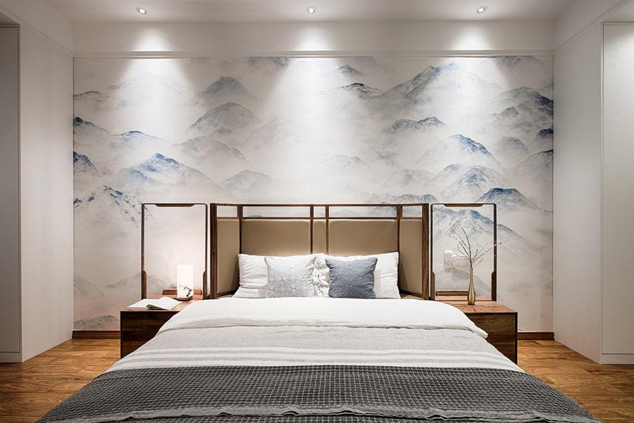 Bức tranh sơn thủy huyền ảo làm tăng sức hút cho không gian phòng ngủ